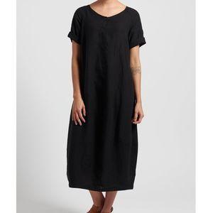 Oska Linen Evene Long Dress in Black 1